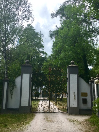 Gate and Avenue to Kammer Castle